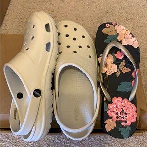 Crocs Men's and Women's M: 7 W: 9 w/bonus slippers